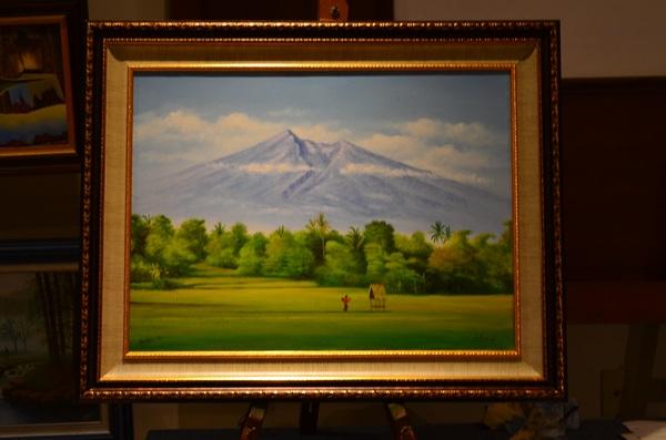 Pak Isworo mengawali lukisan ini pada bagian langit dan gunung. Saya kemudian melanjutkan bagian gerumbul pohon dan sawah di bagian bawah.